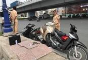 Tài xế ô tô nghi say rượu tông hàng loạt xe máy, 4 người nhập viện