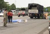 Va chạm với xe tải, cô gái mới ra trường bị cán chết thương tâm ở Sài Gòn