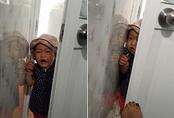 Câu chuyện xúc động sau bức ảnh con gái mè nheo đòi chui vào nhà vệ sinh cùng mẹ