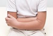 Ra sức chữa táo bón cho con, bố mẹ tá hỏa khi biết con mắc căn bệnh nguy hiểm này
