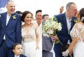 """Lý Thanh Thảo """"Mùi ngò gai"""" tổ chức đám cưới lãng mạn với chồng Tây ở bãi biển"""