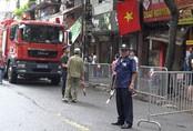 Vụ cháy gần viện Nhi Hà Nội: Người dân náo loạn di dời đồ đạc khi phát hiện đám cháy bùng phát trở lại