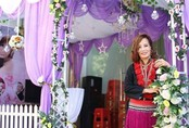 Cô dâu 62 tuổi ở Cao Bằng mặc chiếc áo của mẹ chồng trong ngày cưới