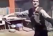 Thanh niên suýt chết sau khi lấy thân mình thử áo chống đạn