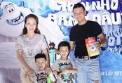 Vợ chồng Đan Lê, Thúy Hạnh đưa các con đi xem phim cuối tuần