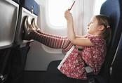 Gặp một bé gái bị ung thư trên chuyến bay, câu nói của cô bé đã làm thay đổi cuộc đời người đàn ông mãi mãi