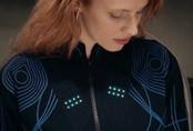Người khiếm thính có thể 'nghe' âm nhạc nhờ áo công nghệ cao