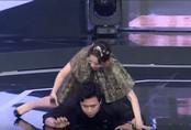 Trấn Thành đòi bỏ quay vì bị Hari Won 'đè sấp mặt' trên sân khấu