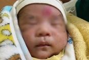 Hai người phát hiện bé trai 10 ngày tuổi bên đường ở Nam Định là vợ chồng hiếm muộn lâu năm
