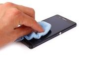 Cách làm sạch màn hình smartphone không hại máy