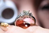 Thế giới đánh thức kim cương trăm tỷ USD ngủ trong ngăn kéo ở Nhật