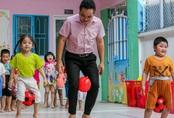 Thầy giáo gần 15 năm dạy trẻ mầm non