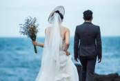 """Đêm tân hôn mãi không thấy chồng xuất hiện, cô dâu xuống phòng mẹ chồng chứng kiến """"màn bóc phong bì"""" mà lao đầu bỏ chạy về nhà đẻ"""