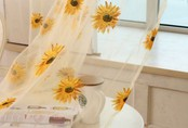 Góc bếp đẹp như bước ra từ trong tranh nhờ ý tưởng trang trí từ hoa hướng dương