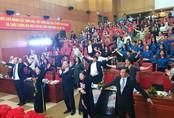 Bộ trưởng Bộ Y tế tập thể dục giữa giờ họp cùng hàng trăm người
