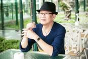 """Bài hát """"vận"""" vào cuộc đời 60 tuổi không chịu lấy vợ của Tuấn Vũ qua lời kể của em trai"""