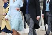 Hoàng tử Harry bị bắt gặp tươi cười rạng rỡ, sóng đôi cùng một người phụ nữ xinh đẹp trong khi Meghan đang ở cữ