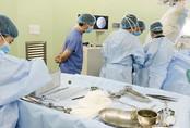 Lần đầu tiên áp dụng kỹ thuật mới cứu cụ bà gãy xương phức tạp