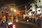 Xe tải mất lái lao từ trên cầu xuống tông thẳng vào nhà dân, ít nhất 3 người bị thương