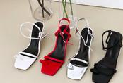 Sandals quai mảnh: Item mảnh mai nhẹ nhàng mà hợp gu từ bánh bèo đến nàng cá tính