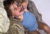 """Vừa chúc con ngủ ngon đêm hôm trước, sáng hôm sau mở cửa bà mẹ """"ngất lịm"""" vì cậu bé vốn khỏe mạnh đã chết"""