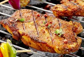 Ngất xỉu vì ăn thịt nướng, chuyên gia chỉ rõ những sai lầm khi ăn