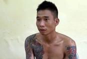 Gã đàn ông ngáo đá khống chế vợ và 3 con nhỏ, đâm Phó Trưởng công an xã nhập viện
