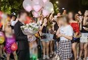 Nam thanh niên mời cả công ty lên phố đi bộ Hồ Gươm để tỏ tình nhưng bị người yêu từ chối