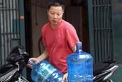 Trường học dùng nước đóng bình để nấu ăn bán trú