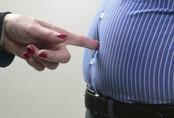 """BS nam khoa khuyên: 3 việc quý ông cần làm ngay để tránh """"bụng bia"""" tấn công sức khỏe"""