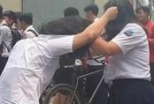 Hai nữ sinh TP.HCM đánh nhau ngay trước cổng trường