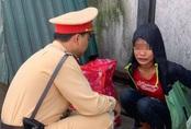 Tình cảnh xót xa của bé gái 13 tuổi nằm lả ở bến xe Hà Nội