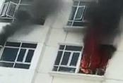 Cháy chung cư 26 tầng ở đường Lê Văn Lương, hàng trăm cư dân tháo chạy giữa trưa