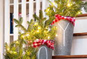 Trang trí cầu thang lung linh dịp Giáng sinh