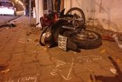 Xe máy lao lên vỉa hè tông gốc cây lúc rạng sáng, nam thanh niên chết thảm