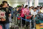 Vạ vật ở Tân Sơn Nhất chờ lên máy bay về quê ăn Tết