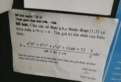 Thấy đề kiểm tra toán được dán ngoài bảng thông báo, học sinh túm tụm lại xem rồi cười vì dòng chữ nhỏ cuối cùng