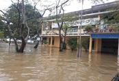 Bão lũ tàn phá trường học miền Trung, đã xảy ra một số học sinh đuối nước thương tâm