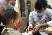 Con gái 3 ngày tuổi suýt mù vì lây bệnh lậu mà bố mẹ không hề biết