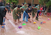 Hà Tĩnh khẩn trương dọn dẹp để học sinh sớm trở lại trường sau mưa lũ
