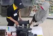 Khởi tố kẻ cướp cửa hàng tiện lợi ở TP.HCM