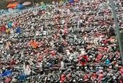Nghẹt thở cảnh xe máy la liệt ở bãi giữ xe trường đại học