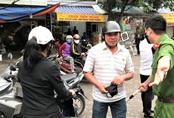 Hà Nội: Nhiều người dân ở quận Cầu Giấy không đeo khẩu trang nơi công cộng