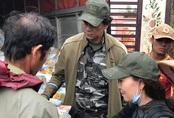 Lội bùn đi từ thiện, mẹ Hồ Ngọc Hà chia sẻ xúc động từ rốn lũ miền Trung