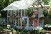 Ý tưởng dựng nhà kính trồng rau trong vườn, vừa có rau ăn vừa trang trí vườn đẹp như cổ tích