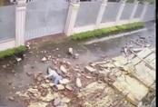 Cô gái đi bộ trong bão số 9 bị tường gạch đè gây thương tích nặng