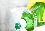 Nước rửa bát không chỉ để rửa bát, nó còn cả tá công dụng thật khó tin