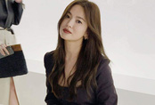 Song Hye Kyo tự tin xinh đẹp bất chấp tin đồn ngoại tình với trai trẻ kém 17 tuổi