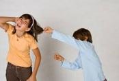 Bị rối loạn hành vi vì chứng kiến cảnh bố mẹ cãi lộn