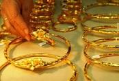 Giá vàng hôm nay 1/4: Giảm mạnh cả trong nước lẫn thế giới